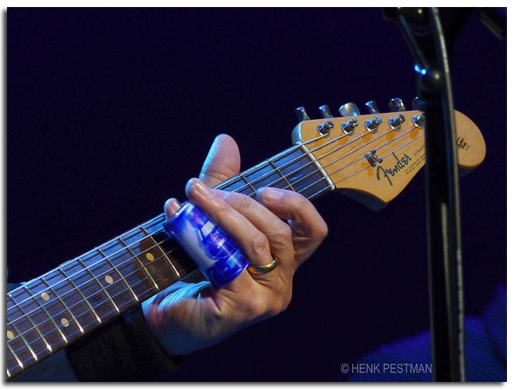 Mark Knopfler, currently touring and using his 'Money For Nothing' custom presentation slide""